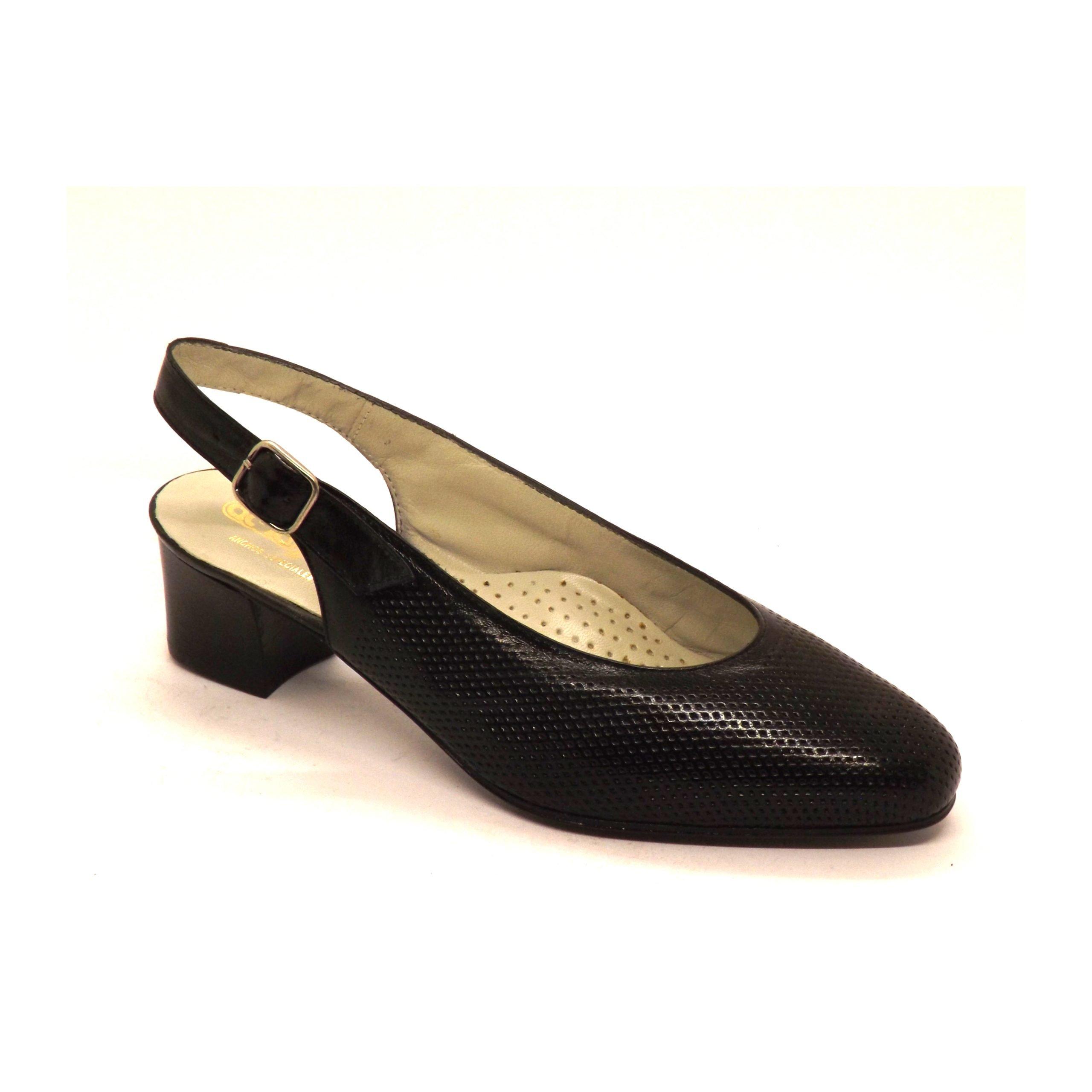 Zapato Semi-cerrado picado amarpies